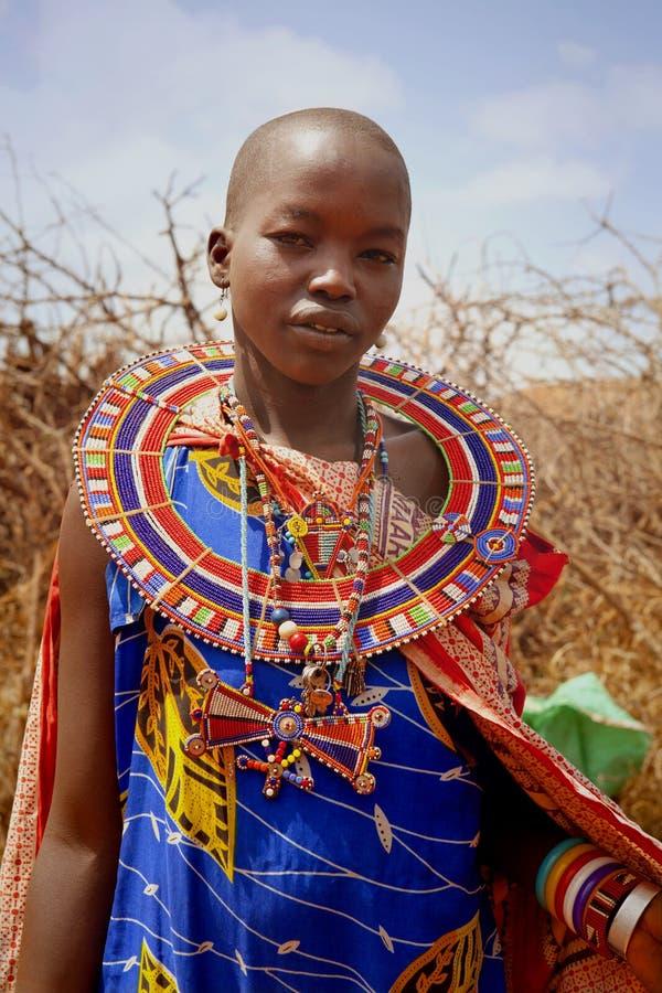 L'AFRIQUE, KENYA, MASAI MARA - 2 JUILLET : tribal femelle non identifié m images stock