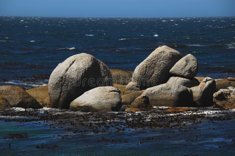 L'Afrique les rochers iconiques de la plage de Boulder, Afrique du Sud photos stock