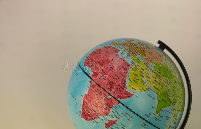 L'Afrique, Moyen-Orient et Inde tracent sur un globe avec un fond blanc images libres de droits