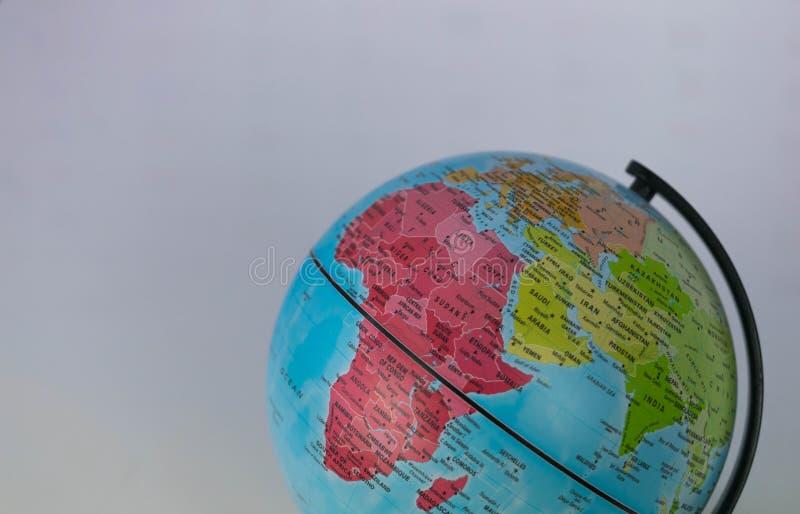 L'Afrique, Moyen-Orient et Inde tracent sur un globe avec un fond blanc photographie stock