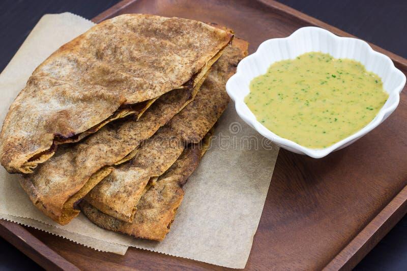 L'agnello o il manzo di Arayes, panini libanesi di stile ha riempito di hummus della immersione di fagiolo e della carne macinata immagini stock libere da diritti