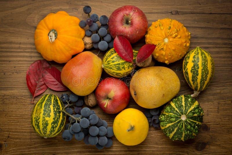 Download L'agriculture A Moissonné Des Produits Sur En Bois Photo stock - Image du page, detail: 45371508