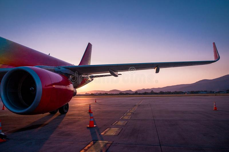 L'ala sinistra degli aerei immagine stock libera da diritti