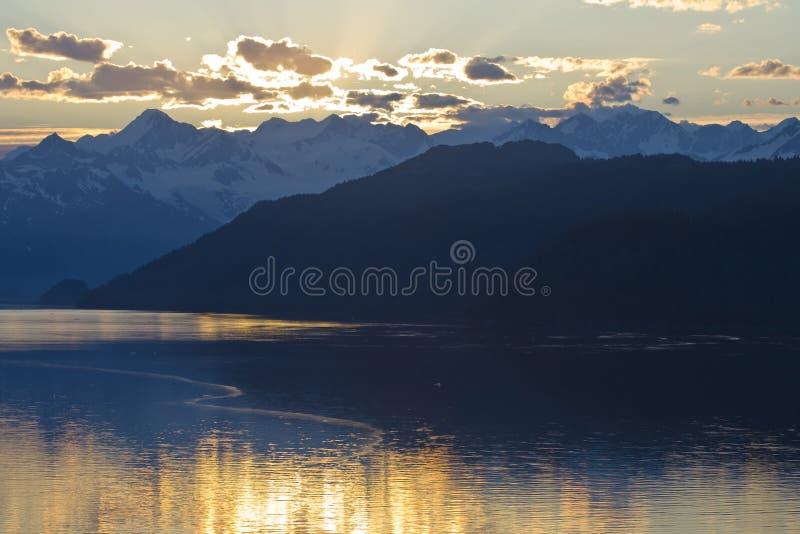 Download L'Alaska di stupore fotografia stock. Immagine di montagne - 3891948