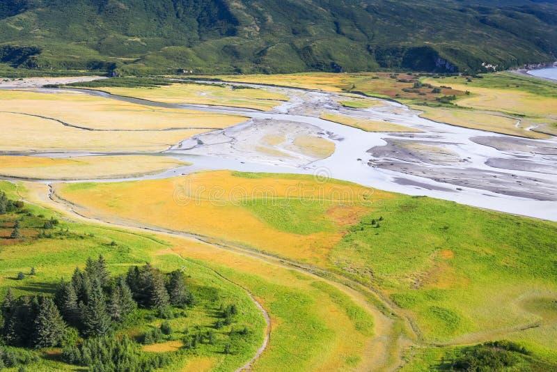 L'Alaska - volant au-dessus de la côte du lac Clark National Park images stock