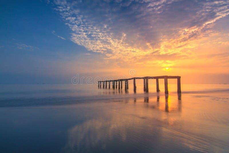L'alba del paesaggio ai pakis del tanjung tira immagine stock libera da diritti