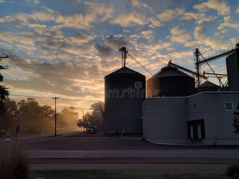 L'alba di caduta illumina la bontà del raccolto immagini stock libere da diritti