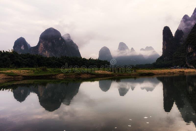 L'alba di mattina sopra il fiume del Li fotografie stock