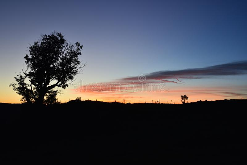 L'alba ed il bello cielo variopinto fotografia stock libera da diritti
