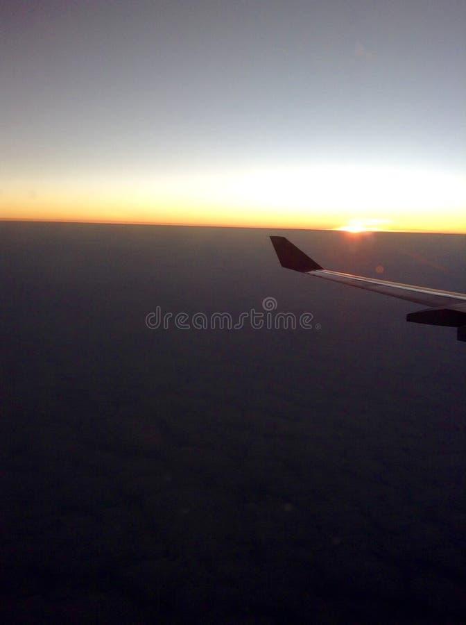L'alba veduta da un aeroplano fotografia stock