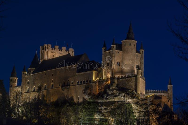 L'alcazar di Segovia alla notte, Spagna immagini stock