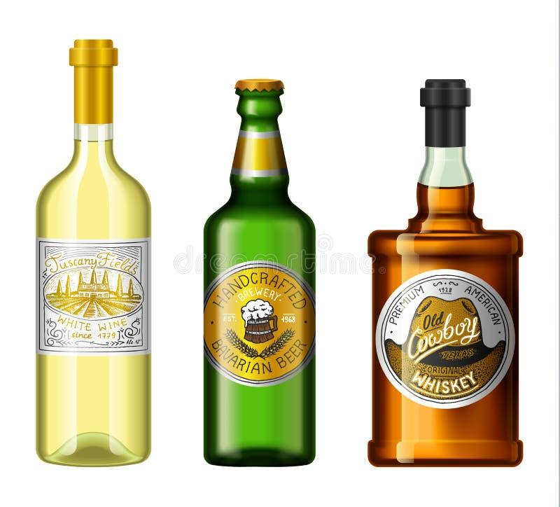 L'alcool beve in una bottiglia con differenti etichette d'annata Birra realistica del whiskey del vino Illustrazione di vettore p royalty illustrazione gratis