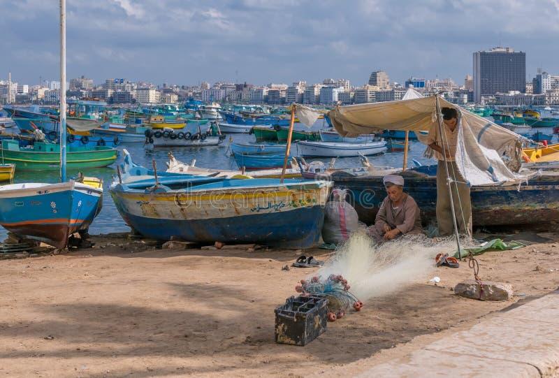 L'ALEXANDRIE, EGYPTE - septembre, 30, 2008 : Pêcheurs égyptiens dans A photo libre de droits