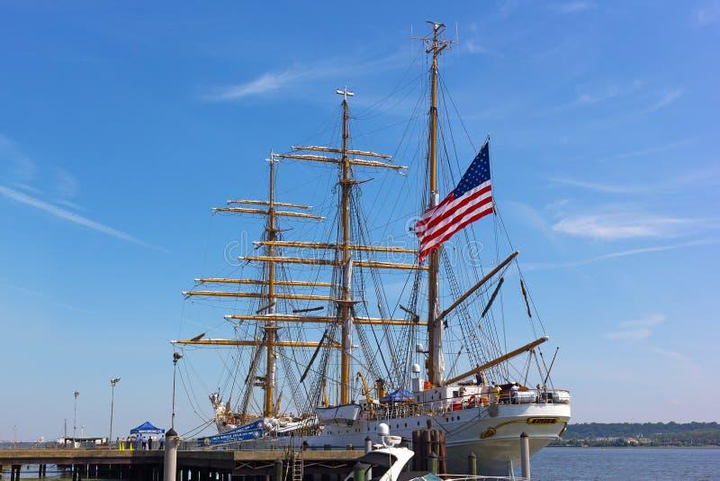 L'Alexandrie fait bon accueil à U S Bateau grand de la garde côtière à ses docks en Virginie, Etats-Unis photographie stock libre de droits