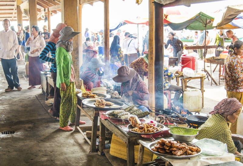 L'alimento si blocca al mercato Cambogia del kep fotografie stock