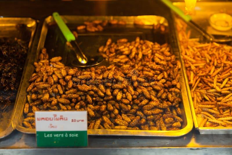 L'alimento della Cambogia, gli insetti fritti, insetti ha fritto sull'alimento della via immagine stock