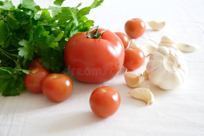 L'alimento ha impostato con le verdure e l'aglio fotografia stock libera da diritti