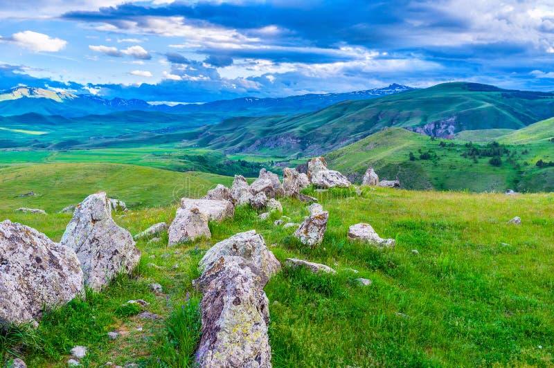 L'allée en pierre en montagnes photos libres de droits