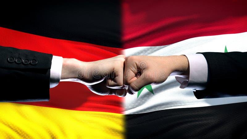 L'Allemagne contre le conflit de la Syrie, relations internationales, poings sur le fond de drapeau images libres de droits