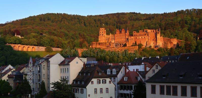 l'allemagne Les ruines d'Heidelberg se retranchent au coucher du soleil image libre de droits