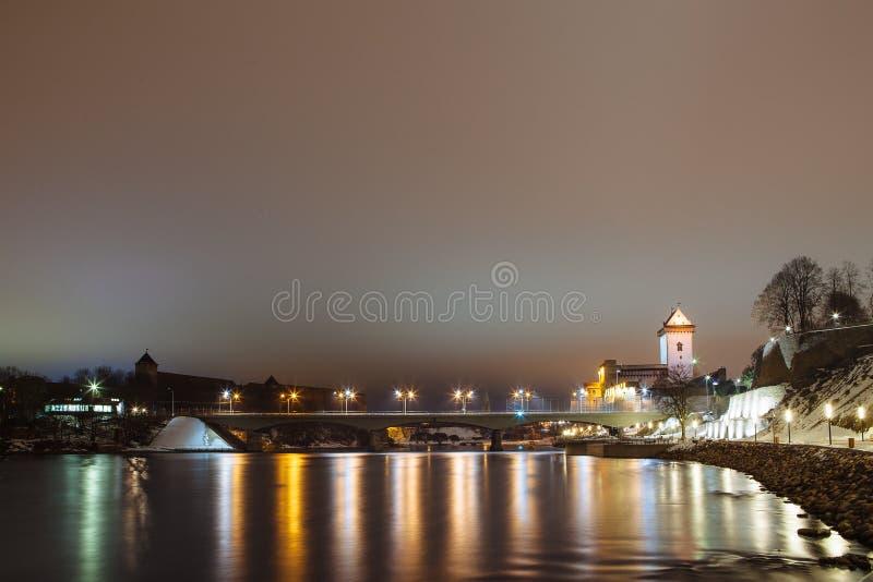 L'Allemand de forteresse de nuit illumine la nuit, Narva photographie stock libre de droits