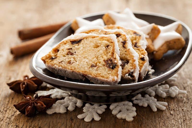 L'Allemand stollen avec des biscuits photo libre de droits