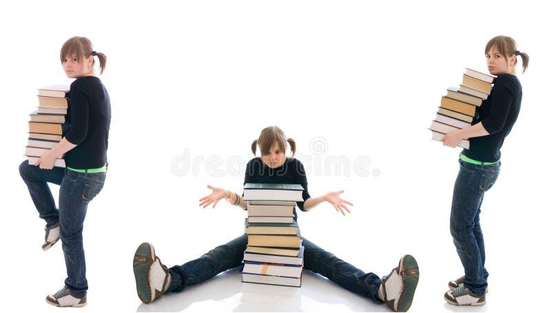 L'allievo dei tre giovani con libri isolati fotografie stock libere da diritti