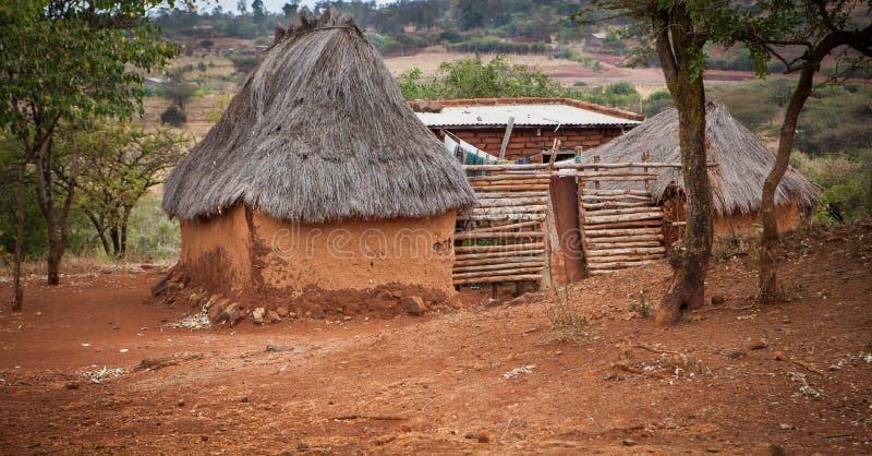 Alloggio di base in Tanzania nelle zone rurali immagini stock