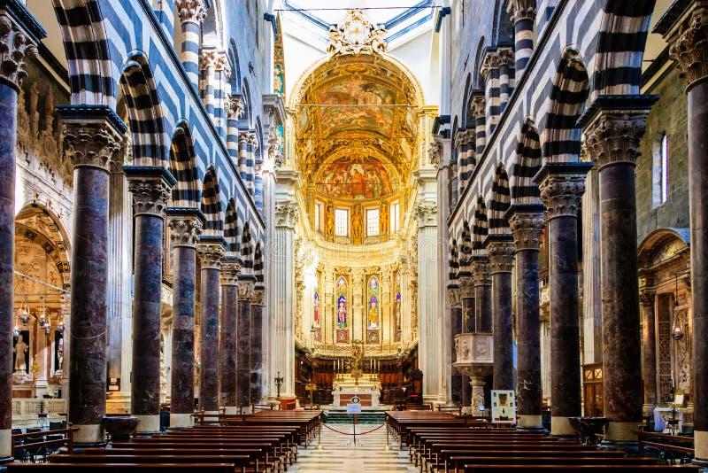 L'altare dei Di San Lorenzo della cattedrale nella città italiana di Genova immagini stock libere da diritti