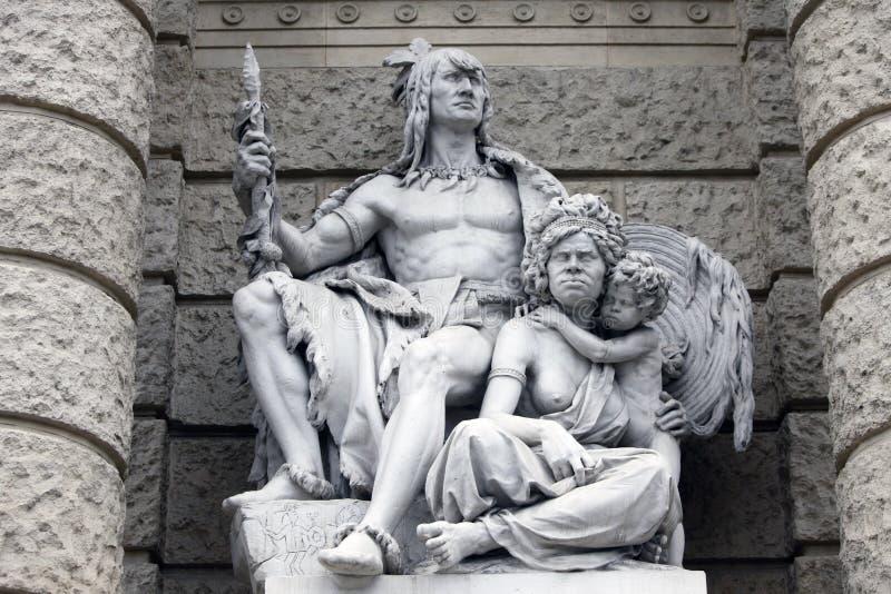 L'Amérique et l'Australie, statues dépeignant des personnifications des continents Musée de Naturhistorisches, Vienne image libre de droits