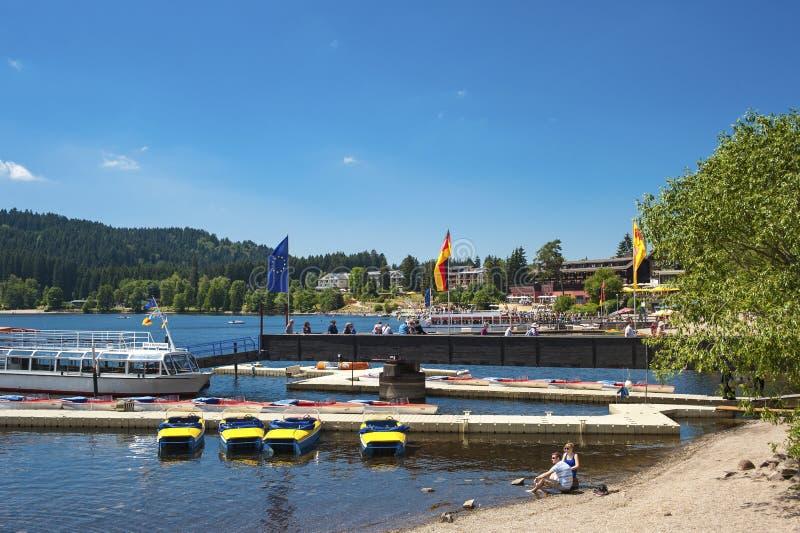 L'amarrage de bateau dans Titisee Neustadt photographie stock