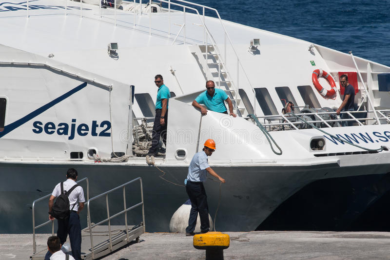 L'amarrage de ferry de Th de moment image libre de droits