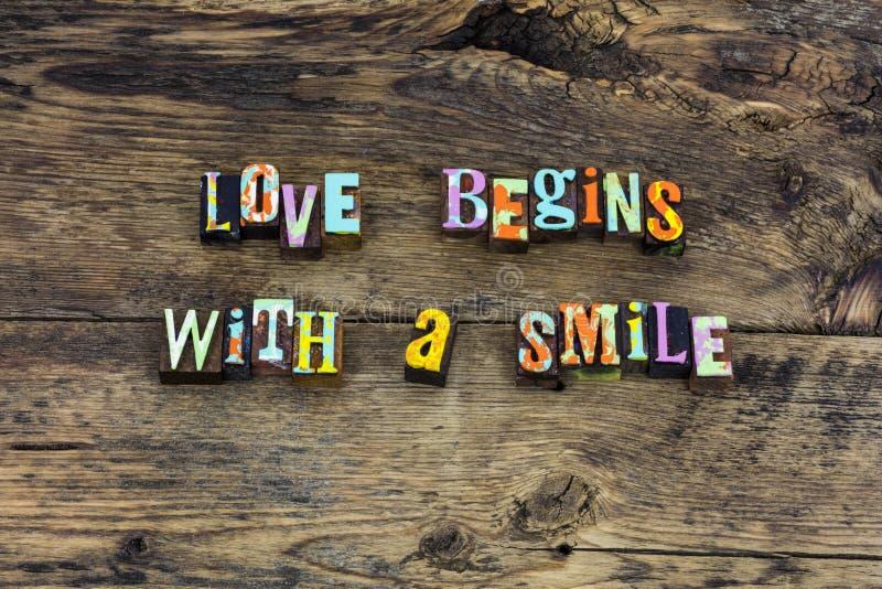 L'amore comincia la tipografia di ringraziamento della casa di sorriso fotografia stock