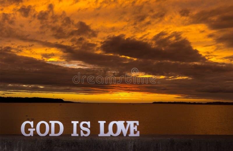 L'amore del tramonto dell'oro è Dio fotografia stock libera da diritti