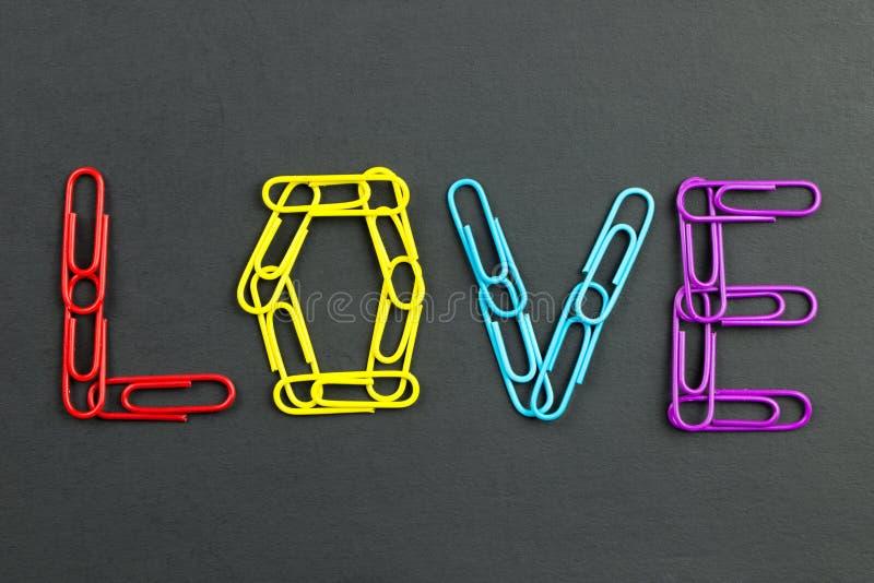 L'amore di parola ha fatto dalle graffette immagini stock libere da diritti