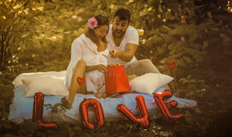 L'amore, il regalo è meraviglioso fotografia stock