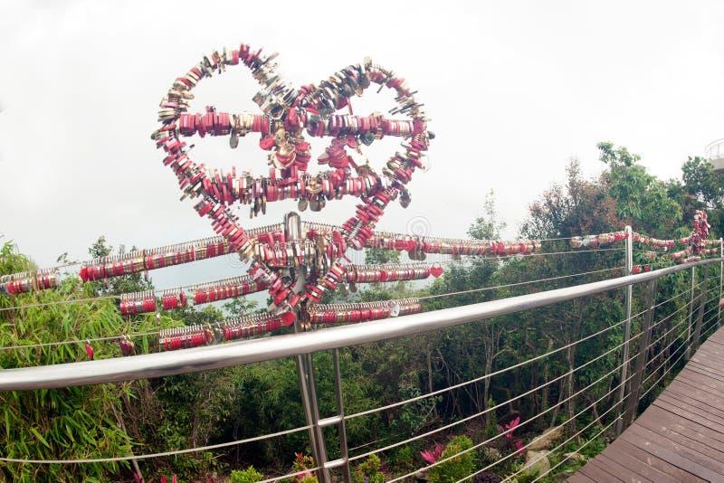 L'amore padlocks dalle chiavi a Langkawi SkyCab, Malesia fotografia stock libera da diritti