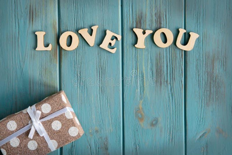L'amour d'inscription vous La base pour la bannière avec l'amour d'inscription vous sur un fond bleu Salutation du design de cart images libres de droits