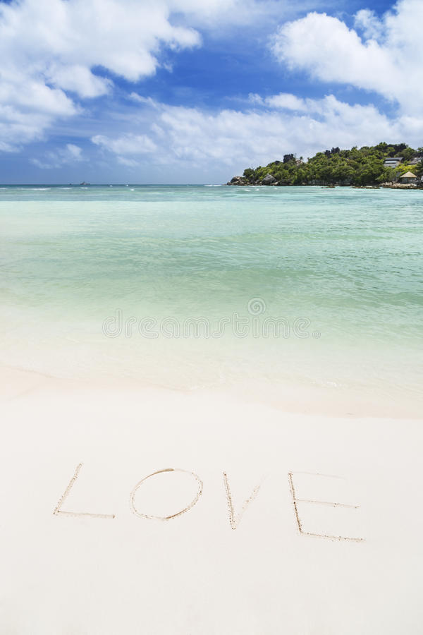 L'amour de Word sur une plage blanche photographie stock