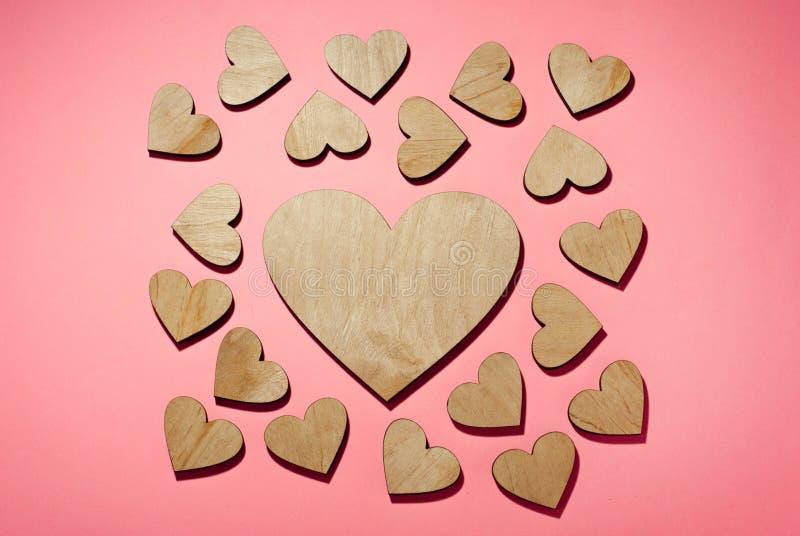 L'amour, un bon nombre de coeurs a fait images stock