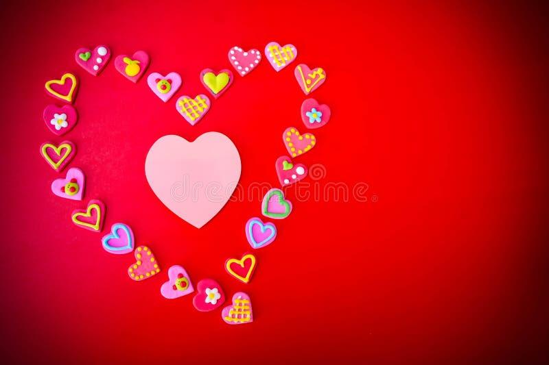 L'amoureux sur le backgr rouge de jour du ` s de valentine de concept de fond images stock