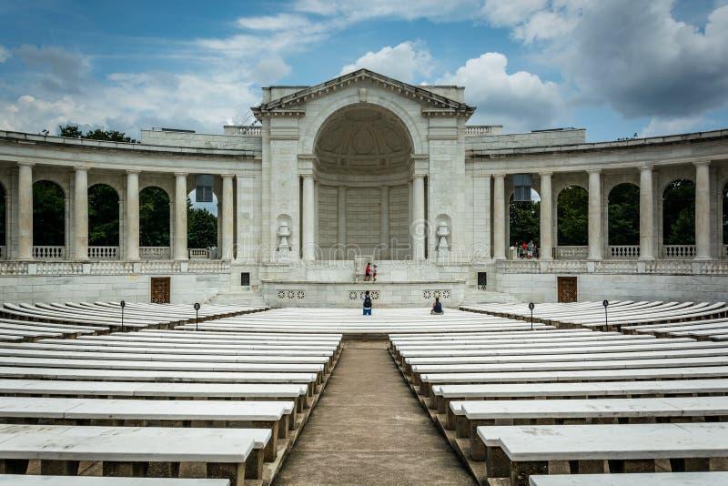 L'amphithéâtre commémoratif d'Arlington au ressortissant Cemete d'Arlington images libres de droits