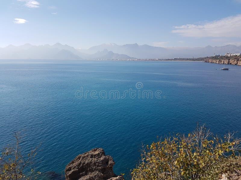 L'amusement de vacances d'analya de la Turquie Antalya détendent la nature détendent le vert bleu de porte de plage de mer d'hist images stock