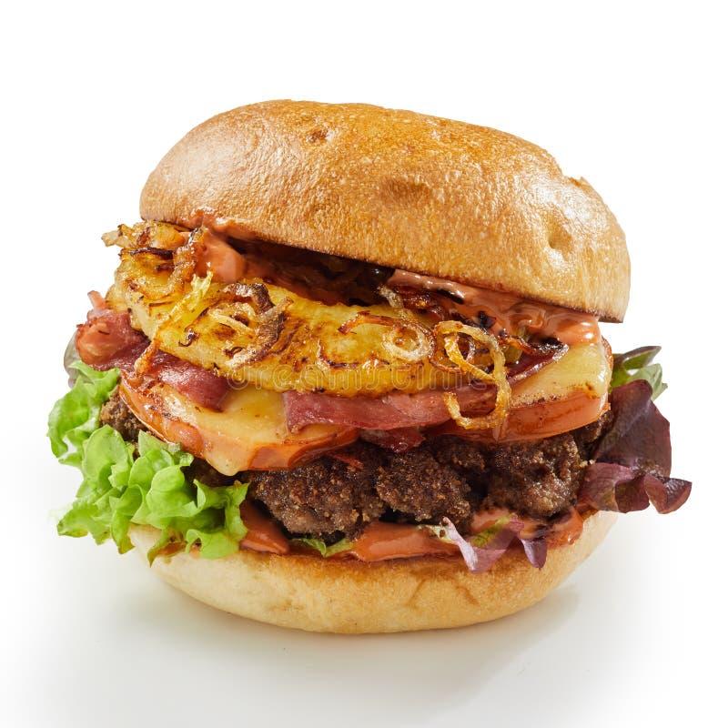 L'ananas ed il prosciutto rinforzano l'hamburger con la cipolla fritta fotografie stock libere da diritti