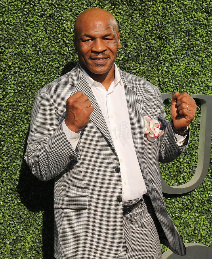 L'ancien champion Mike Tyson de boxe assiste à la cérémonie 2016 d'ouverture d'US Open à USTA Billie Jean King National Tennis Ce photo libre de droits