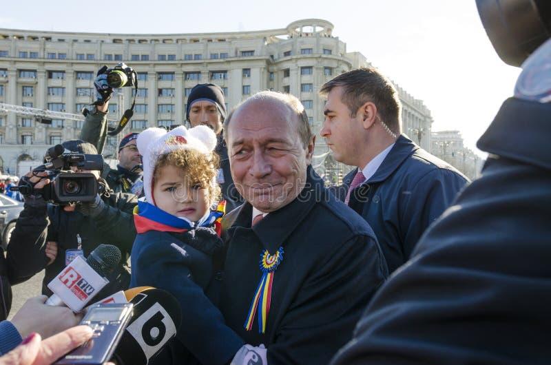 L'ancien Président roumain Traian Basescu et sa petite-fille photo libre de droits