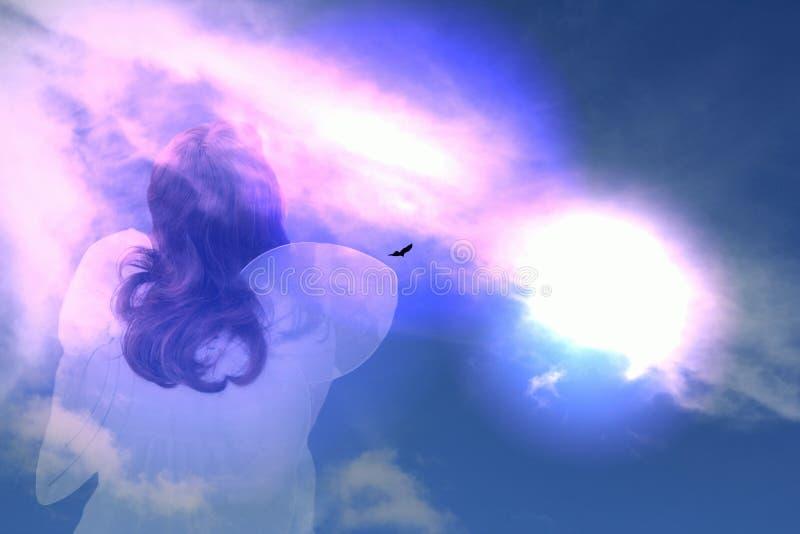 L'angelo prega le nuvole fotografia stock libera da diritti