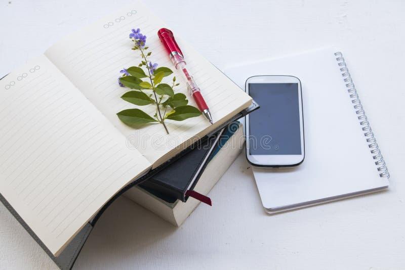 L'anglais de dictionnaire et planificateur de carnet pour l'étude photo stock