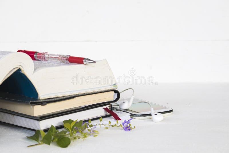 L'anglais de dictionnaire et planificateur de carnet pour l'étude images libres de droits