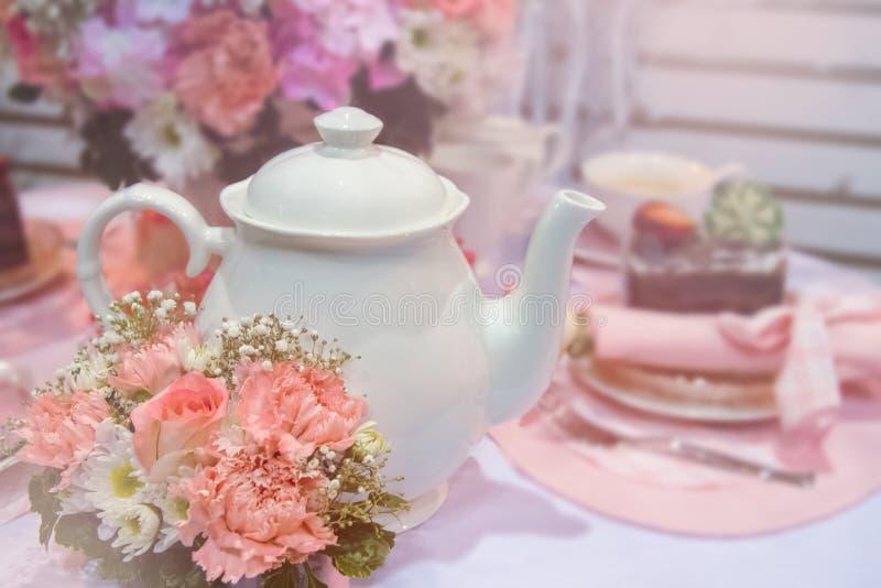 L'anglais romantique sur le thé, fond de vintage image stock